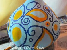 Tutorial for creating sweet little gossipy paisley chickens out of dried gourds. Light Up Canvas, Crafts To Make, Diy Crafts, Coffee Filter Crafts, Craft Projects, Projects To Try, Cute Chickens, Paper Doilies, Painted Mason Jars