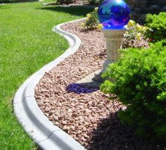 Porter's Borders offers landscape curbing services to residential and commercial yards throughout Butler, Wisconsin. Concrete edging or landscape curbing is an affordable way to beautify your landscaping with a maintenance free product. Concrete Landscape Edging, Concrete Backyard, Landscape Curbing, Backyard Landscaping, Landscape Design, Landscaping Ideas, Garden Border Edging, Lawn Edging, Garden Borders