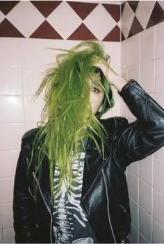 Amazinggg ♥• Grunge | Punk | Goth | Green hair | Leather jacket & skeleton shirt •