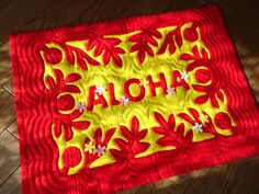 """ALOHA quilt welcomes the family and the guests at the entrance hall.  Made by Michie, Pono class.玄関において家族やお客様をおでむかえするキルト by Michieさん  © Copyright """"PONO"""" Hawaiian Quilt TomokoKato  Made by MichieE仕上がりお上手です↓応援のボタン 3つとも押していただけるとうれしいですHelp to click following 3 buttons for supporting the blog ranking up.       Webホームページ アドレ..."""