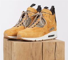 new concept 69ccc 7a725 NIKE AIR MAX 90 SNEAKER BOOT WINTER WATERPROOF BRONZE 684714 700  220