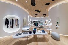 Nemika – Tokyo  Voici le nouveau Concept Store de la marque de prêt à porter Japonaise Nemika situé à Tokyo (Japon). Cet espace à imaginé par  l'artiste Kyoto Kohei Nawa à été sublimé par des lignes pures et l'utilisation de matériaux naturels.