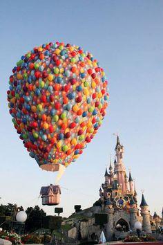 Disney Pixar's Up hot-air balloon in Disneyland Paris Disney Magic, Disney Amor, Disney Pixar Up, Disney Dream, Disney Movies, Walt Disney World, Run Disney, Terra Nova, Disney Parque