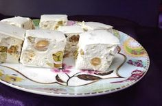 Blondie kookt: Zelf nougat maken Candy Recipes, Veggie Recipes, Dinner Recipes, Veggie Food, Christmas Cooking, Creative Food, High Tea, Fudge, Yummy Treats
