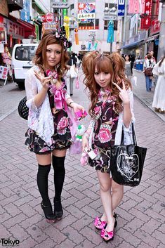 Two Japanese girls dressed nearly head-to-toe in the Japanese brand MA*RS on Center Street in Shibuya. Tokyo Street Fashion, Japanese Street Fashion, Japan Fashion, Korean Fashion, Grunge Style, Soft Grunge, Gyaru Fashion, Harajuku Fashion, Punk Fashion