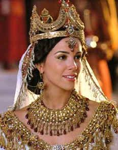 Esther, an orphan Jew became the queen of a vast empire. She saved the whole nation of Jews from death. The Jews still celebrate Purim in honour of Esther. Esther Biblia, Reine Esther, Raquel Mello, Corona Real, Book Of Esther, Esther Movie, Tiaras And Crowns, King Queen, King 3