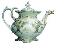 Chamberlain's Worcester porcelain teapot painted in gold; about 1835