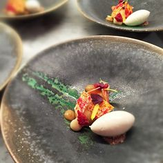 by Swedish pastry chef Daniel who runs Pastry Design #pastry #plating #gastronomy