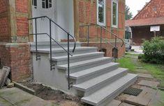 Handgeschmiedetes Treppengeländer aus feuerverzinktem Eisen, lackiert