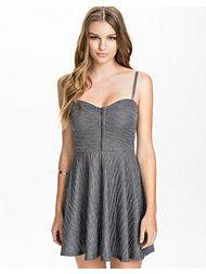 Women's fashion & designer clothes online Fashion Online, Trousers, Lingerie, Zip, Clothes For Women, Formal Dresses, Fashion Design, Fashion Styles, Trouser Pants