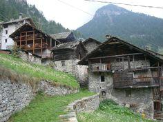 Gaby (Valle d'Aosta) - Il villaggio di Niel, nel vallone omonimo a monte del capoluogo, con i tipici Stadel walser (le case tradizionali)
