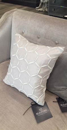 Capucine cushion