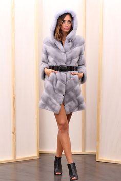 Sapphire Female Mink Fur Coat with hooks and button at the collar. Cappotto di Visone Femmina Zaffiro con gancetti e bottone al collo #elsafur #fur #furs #furcoat #coat #cappotto #peliccia #pellicce