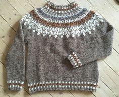 Billedresultat for lett lopi opskrift gratis Fair Isle Knitting Patterns, Sweater Knitting Patterns, Knit Patterns, Knitting Socks, Baby Knitting, Norwegian Knitting, Icelandic Sweaters, Knitwear Fashion, Knit Crochet