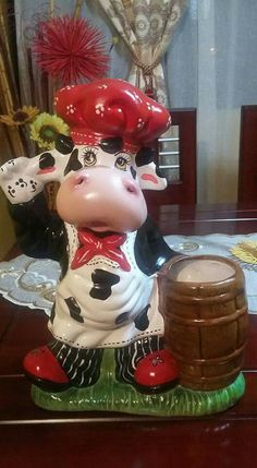 #decoraciondecocinasmanualidades Cow Cakes, Cold Porcelain, Snow Globes, Biscuits, Christmas Decorations, Ceramics, Cows, Awesome, Mary