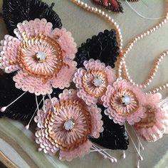 Я готовлюсь к большому проекту.Разработала около десяти разных цветочков на разных стадиях цветения-бутоны,полураспустившиеся и цветущие...Осталось все это вышить и создать композицию.Работать буду с командой единомышленников