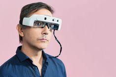 Стартап OxSight использует алгоритмы компьютерного зрения и камеры, чтобы сделать мир снова видимым для слабовидящих Чтобы увидеть, вам нужно больше, чем глаза. «Даже когда кто-то теряет зрение, у них все еще есть мозг, который пытается понять и получить подсказки от объектов, если ему будет предоставлено достаточное количество материалов», - говорит Стивен Хикс, научный сотрудник по неврологии в Оксфордском университете. Этот механизм означает, что людям с частичным зрением можно помочь…