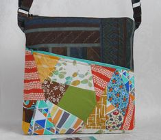 This multicoloured patchwork crossbody bag is made from a selection of bright cotton print fabrics, and would make a great summer bag! Crazy Patchwork, Patchwork Patterns, Patchwork Designs, Patchwork Bags, Designer Shoulder Bags, Summer Bags, Print Fabrics, Prints, Shoulder Purse