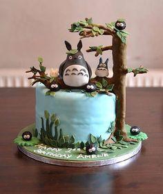 「となりのトトロ」のキャラクターがあしらわれたデコレーションケーキの数々。鮮やかな色彩とトトロをはじめとしたジ…