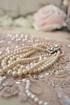 Ana Rosa, please visit Pearl Love, Pearl And Lace, Pearl Jewelry, Pearl Necklace, Fru Fru, Gris Rose, Vintage Pearls, Vintage Jewelry, Pink Lace