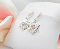 Swarovski Crystal Pave Edelweiss Earrings door JessicasBridal