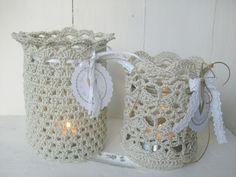 Pretty for outdoors Crochet Vase, Easter Crochet, Knit Or Crochet, Crochet Flowers, Yarn Projects, Crochet Projects, Crochet Jar Covers, Mug Cozy, Crochet Wedding