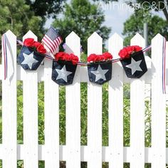 30 ways to transform your old jeans.Cut the pockets off your old jeans to create these BRILLIANT ideas! Your old jeans never looked so good. Upcycled Crafts, Diy Crafts, Jean Crafts, Recycled Gifts, Recycled Art, Patriotic Bunting, Denim Scraps, Pillos, Copper Frame
