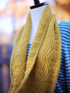 Wouldn't this be a lovely shawl for a True Autumn? Maybe not with the blue top thouh