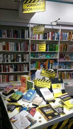 #VorsichtBuch #Buch #BUCHVERKEHR #Yellow #Black #Books #Präsentationsunterricht #Gestaltung #Freude   Präsentationstisch zum Thema Vorsicht Buch. Die Buchbranche hat einen einzigartigen Service! Wir können Ihnen deutschlandweit Bücher über Nacht in Ihre Lieblingsbuchhandlung bestellen. Egal ob Backlist oder eine Novität. Wir geben alles dafür, dass Sie glücklich sind! :)