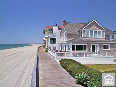 Cape Cod beach house. This would bring two of my dreams together, a lovely cape and the shore. <3