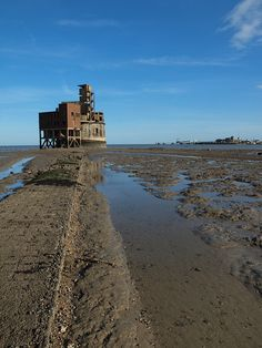 Grain Tower off the Isle of Grain on the river medway , Kent , England [shared] Kent England, Gillingham, Uk Photos, Tug Boats, River Thames, Mud, Monument Valley, Photographs, Tower