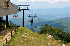 Love the mountains but not the snow? Check out this list of things to do in Banner Elk NC outdoors when it's not ski season! Banner Elk North Carolina, North Carolina Hiking, North Carolina Vacations, South Carolina, Beech Mountain Resort, Mountain Hiking, Camping Places, Camping Spots, Best Campgrounds