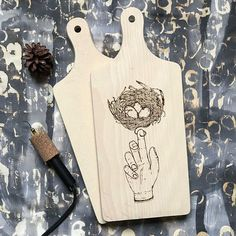 Fragile eggs! Available soon! #pyrography #linedrawing #eggs #nest #hands #decor #choppingboard #wooddecor #illustration #handdrawing #handmade #wood #woodburning #drawing