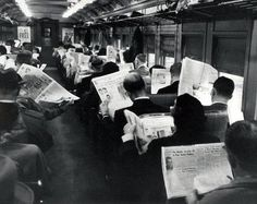http://nerdpai.com/wp-content/uploads/2016/08/homens-lendo-jornal-dentro-do-trem-01.jpeg
