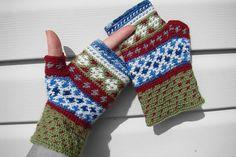 Fingerless gloves in tapestry crochet
