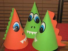 Gorro para cumpleaños de dinosaurio Dinasour Party, Preschool Crafts, Crafts For Kids, Dinosaur Cake Toppers, Unicorn Pinata, Caterpillar Craft, Baby Dino, Dinosaur Crafts, Dinosaur Birthday Party