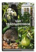 Beskrivning: Heltäckande grundbok som utgår från svenska förhållanden, med allt från de klassiska favoriterna till de senaste trädgårdstrenderna. Samtliga växtgrupper presenteras med skötselanvisningar och växtskydd. Bird Feeders, Vegetables, Fruit, Garden, Outdoor Decor, Plants, Balcony, Books, Garten