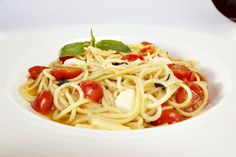 Food Hunter's Guide to Cuisine: Pasta with Olive Oil & Cherry Tomatoes & A Carapelli Oil Give Away Easy Pasta Recipes, Healthy Recipes, Healthy Food, Plum Varieties, Olive Oil Pasta, Food Hunter, Lotsa Pasta, Exotic Food, Cherry Tomatoes