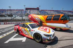 Ryan Newman 2019 Throwback: Mark Martin paint scheme returns to Darlington. Mark Martin's 1993 scheme will be run by Ryan Newman in the Southern Nascar News, Nascar Race Cars, Mark Martin, Ryan Newman, Racing News, Auto Racing, Clothes Pictures, Victoria Justice, Paint Schemes