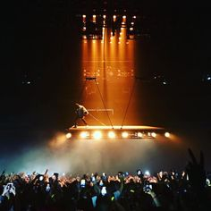 Kanye West performs with a floating stage on Saint Pablo tour (Photos)