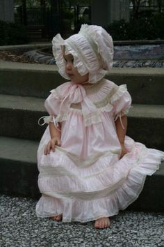 Resultado de imagem para hand sewn heirloom dresses with puffing Baby An Bord, Little Girl Dresses, Flower Girl Dresses, Baby Bonnets, Christening Gowns, Heirloom Sewing, Easter Dress, Baby Sewing, Baby Dress