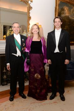 In the evening diplomatic organized by Queen Elizabeth II at Buckingham Palace Mrs Karen Lawrence Terracciano, wife of the Italian Ambassador in London SE: Pasquale Terracciano, chose to wear an outfit haute couture Michele Miglionico Couture