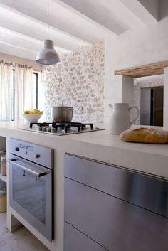 sol tomette meubles inox et murs blancs sol parquet carrelage pinterest cuisine et. Black Bedroom Furniture Sets. Home Design Ideas