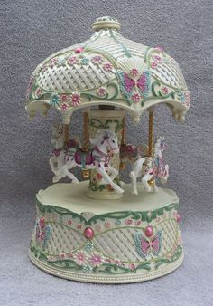 Carousel Horse Music Box Moving Merry-Go-Round Moving Animals Flowers Butterfly