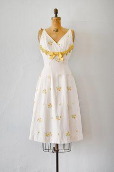 1950's Moments In The Sun white daisy appliqué dress