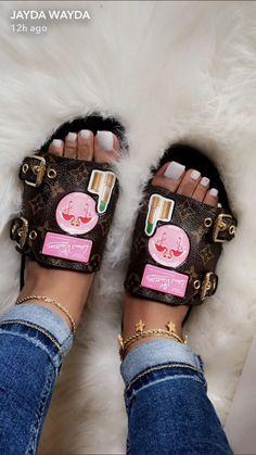 Cute Sandals, Shoes Sandals, Shoes Sneakers, Lv Shoes, Beautiful Sandals, Slipper Sandals, Jelly Sandals, Louis Vuitton Slides, Cute Slides