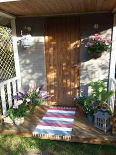 Maalattu matto   Meillä kotona Outdoor Furniture, Outdoor Decor, Stairs, Exterior, Garden, Diy, Home Decor, House Entrance, Stairway