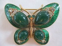 Vntg-Crown-Trifari-Signed-1968-LOrient-Emerald-Cabachon-Butterfly-Broach-Mint
