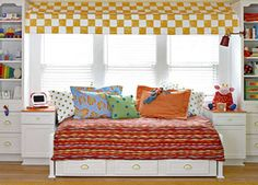 colorful built-in bed. This would be perfect in Reids room!