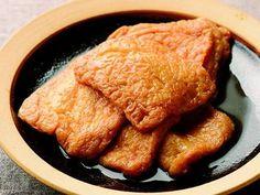 土井 善晴 さんの油揚げを使った「油揚げの炊いたん」。フワフワのお座布団のように柔らかく煮た油揚げは、そのままご飯のおかずに変身します。おいしくつくるコツは、油抜きをすることと慌てないでゆっくりと炊くことです。 NHK「きょうの料理」で放送された料理レシピや献立が満載。